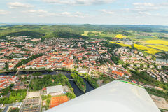 Vue aérienne colorée sur la ville médiévale Pisek au-dessus de la rivière Otava, République Tchèque Photo stock