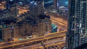 Vue aérienne d'échange de route dans le timelapse égalisant du centre de Dubaï banque de vidéos