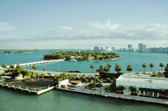 Vue aérienne d'île d'étoile dans le voisinage du sud de plage de Miami photos libres de droits