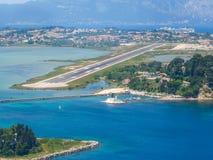 Vue aérienne d'aéroport de Corfou Images libres de droits