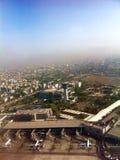Vue aérienne d'aéroport domestique de Mumbai images libres de droits