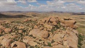 Vue aérienne d'affleurement de granit - Afrique du Sud banque de vidéos