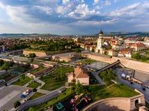 Vue aérienne d'Alba Iulia Romania d'hélicoptère images libres de droits