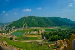 Vue aérienne d'Amber Fort près de Jaipur au Ràjasthàn, Inde Amber Fort est l'attraction touristique principale dans la région de  Images libres de droits