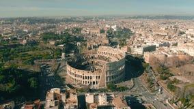Vue aérienne d'amphithéâtre de Colosseum ou de Colisé à Rome, Italie banque de vidéos
