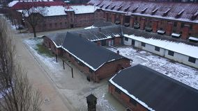 Vue aérienne d'Auschwitz Birkenau, un camp de concentration en Pologne banque de vidéos