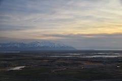 Vue a?rienne d'avion d'?le d'antilope au coucher du soleil, vue de la Magna, cloudscape de balayage au lever de soleil avec le Gr photographie stock