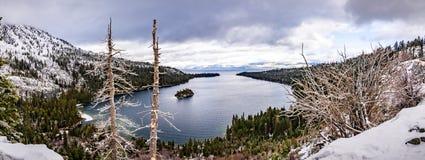 Vue aérienne d'Emerald Bay un jour nuageux d'hiver, le lac Tahoe du sud, la Californie photo stock