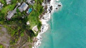 Vue aérienne d'hôtel de luxe prochaine l'océan dans Bali banque de vidéos