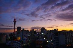Vue aérienne d'horizon d'Auckland au sunriser - Nouvelle-Zélande Photographie stock libre de droits