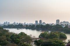 Vue aérienne d'horizon de lac Hoan Kiem ou de Ho Guom, lac sword Hoan Kiem est centre de ville de Hanoï Paysage urbain de Hanoï Photo libre de droits
