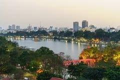 Vue aérienne d'horizon de lac Hoan Kiem ou de Ho Guom, lac sword Hoan Kiem est centre de ville de Hanoï Paysage urbain de Hanoï Image libre de droits