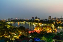 Vue aérienne d'horizon de lac Hoan Kiem ou de Ho Guom, lac sword Hoan Kiem est centre de ville de Hanoï Paysage urbain de Hanoï Photo stock
