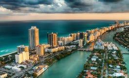 Vue aérienne d'horizon de Miami Beach, la Floride images libres de droits