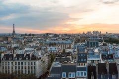 Vue aérienne d'horizon de Paris au coucher du soleil Photographie stock