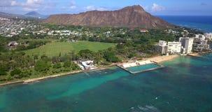 Vue aérienne d'horizon de ville de Honolulu clips vidéos