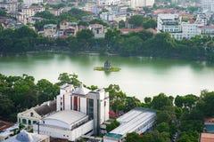 Vue aérienne d'horizon du lac Hoan Kiem ou du Ho Guom, secteur de lac sword au crépuscule Hoan Kiem est centre de ville de Hanoï  Photos stock