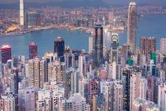 Vue aérienne d'immeuble de bureaux de Hong Kong au-dessus de Victoria Bay Photo stock