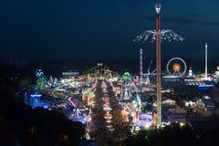 Vue aérienne d'Oktoberfest la nuit Images stock