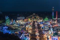 Vue aérienne d'Oktoberfest la nuit, Munich, Allemagne Images stock
