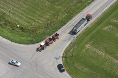 Vue aérienne d'omnibus rural de circulation d'intersection Image stock