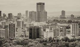 Vue aérienne d'Osaka Les bâtiments et la ville se garent un jour obscurci Photo stock