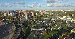 Vue aérienne d'un échange rond de transport clips vidéos