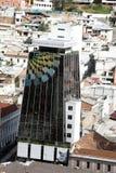 Vue aérienne d'un bâtiment de gouvernement dans la nouvelle section de Quito, Equateur image stock