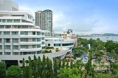 Vue aérienne d'un bâtiment et d'une plage d'hôtel à Pattaya, Thaïlande Image stock