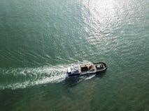 Vue aérienne d'un bateau au parc de côte ouest, Singapour images stock