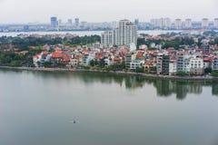 Vue aérienne d'un coin du lac occidental Ho Tay à Hanoï, Vietnam images libres de droits
