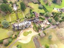 Vue aérienne d'un domaine anglais de pays dans le Sussex occidental photographie stock libre de droits