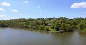 Vue aérienne d'un fleuve horizontal américain Les ETATS-UNIS 4K clips vidéos