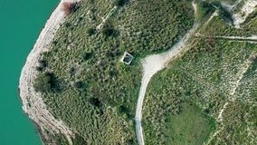 Vue aérienne d'un lac banque de vidéos