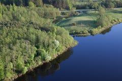 Vue aérienne d'un lac images stock