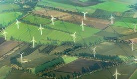 Vue aérienne d'une électricité moderne produisant du moulin à vent Photographie stock libre de droits