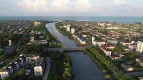 Vue aérienne d'une de la ville Poti, la Géorgie de côte de la Mer Noire banque de vidéos