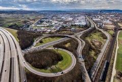 Vue aérienne d'une intersection de route avec un échange Allemagne Coblence de trèfle-feuille Photographie stock