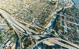 Vue aérienne d'une intersection massive de route en LA Image libre de droits
