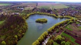Vue aérienne d'une nature merveilleuse de belle île banque de vidéos