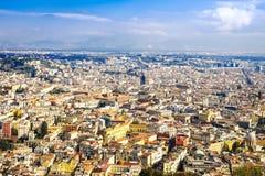Vue aérienne d'une vieille ville italienne Paysage urbain de Napoli Toits de Campanie Naples photographie stock