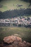 Vue aérienne d'une ville de montagne dans le Colorado Photo stock