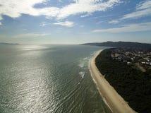 Vue aérienne Daniela Beach dans Florianopolis, Brésil Juillet 2017 photo stock