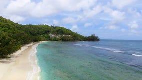 Vue aérienne de Baie Lazare Beach, Mahe Island, Seychelles 3 banque de vidéos