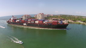 Vue aérienne de bateau industriel banque de vidéos