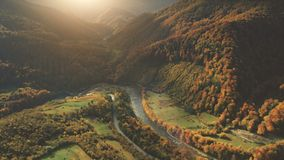 Vue aérienne de beau paysage de montagne d'automne Image stock