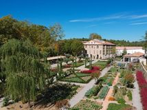 """Vue aérienne de beaux villa et jardin de Domaine dans les sud de la France, en Provence, Alpes, CÃ'te D """"Azur, photo stock"""