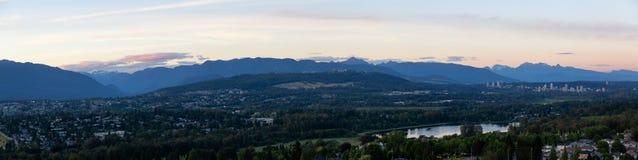 Vue aérienne de Burnaby, Vancouver, pendant le coucher du soleil images libres de droits