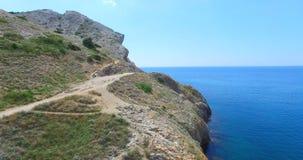 Vue aérienne de cap Alchak et de la mer bleue d'une taille clips vidéos