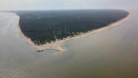Vue aérienne de cap Kolka, mer baltique, Lettonie banque de vidéos